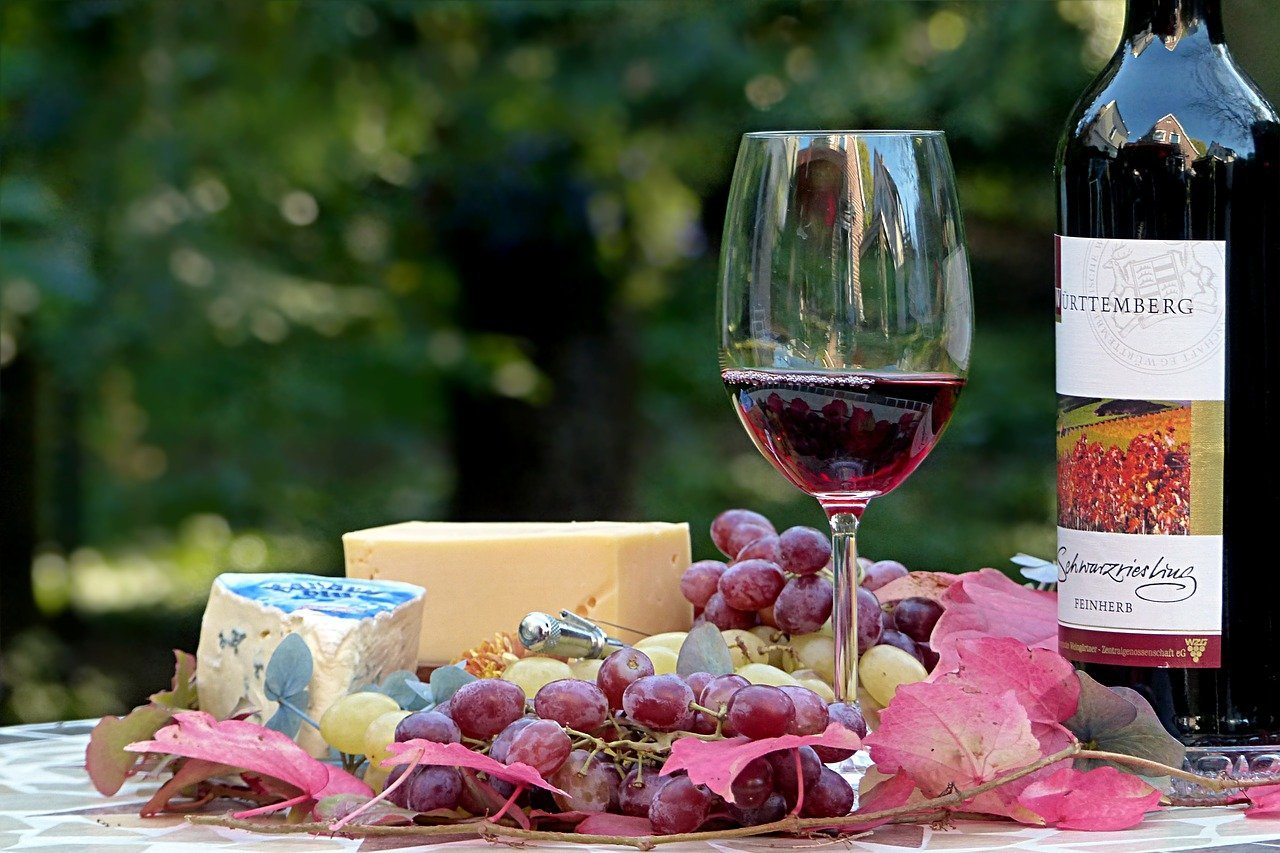 Red wine goes perfectly with cheese - Wine Guide for Beginners - BANG Restaurant & Bar DUBLIN